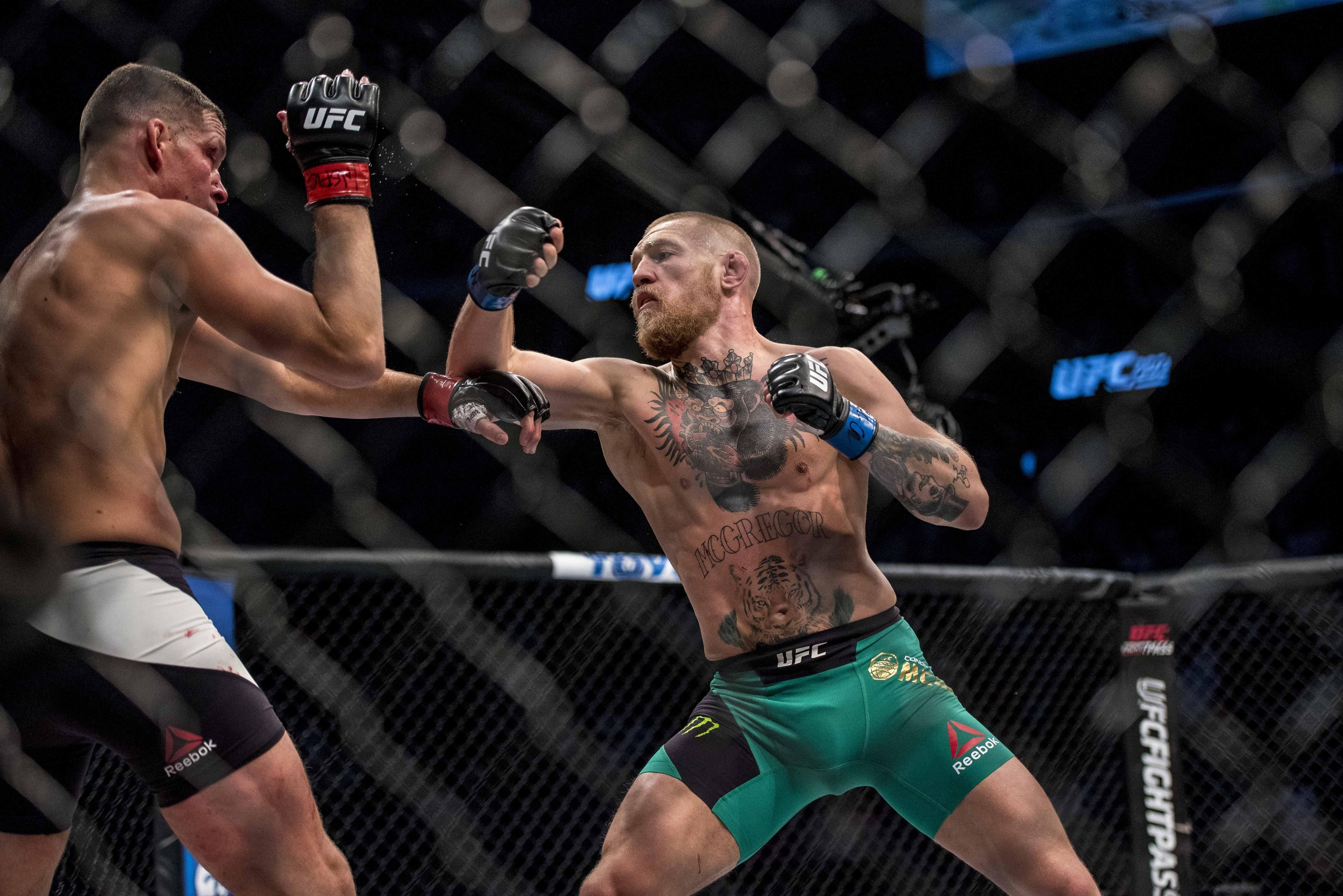eddie alvarez questions conor mcgregor s champion spirit flocombat aug 20 2016 las vegas nv usa nate diaz competes against conor mcgregor during ufc 202 at t mobile arena mandatory credit joshua dahl usa today sports