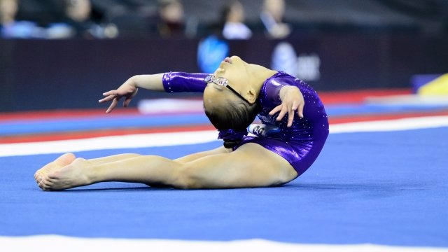 Morgan Hurd shows off her flexibility on floor